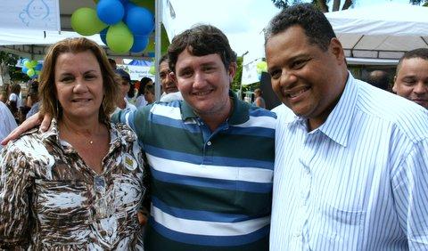 Secretária Municipal de Saúde de Iguaí, Prefeito Murilo Veiga e o Deputado Federal Antônio Brito durante visita a 1ª Feira de Saúde em Iguaí | Foto: Nelo Ferrari
