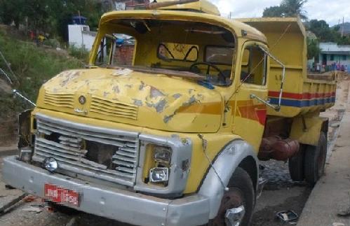 Segundo informações da polícia, motorista do veículo fugiu logo após o acidente    Foto: Tiago Botino   Itapetinga Agora.com