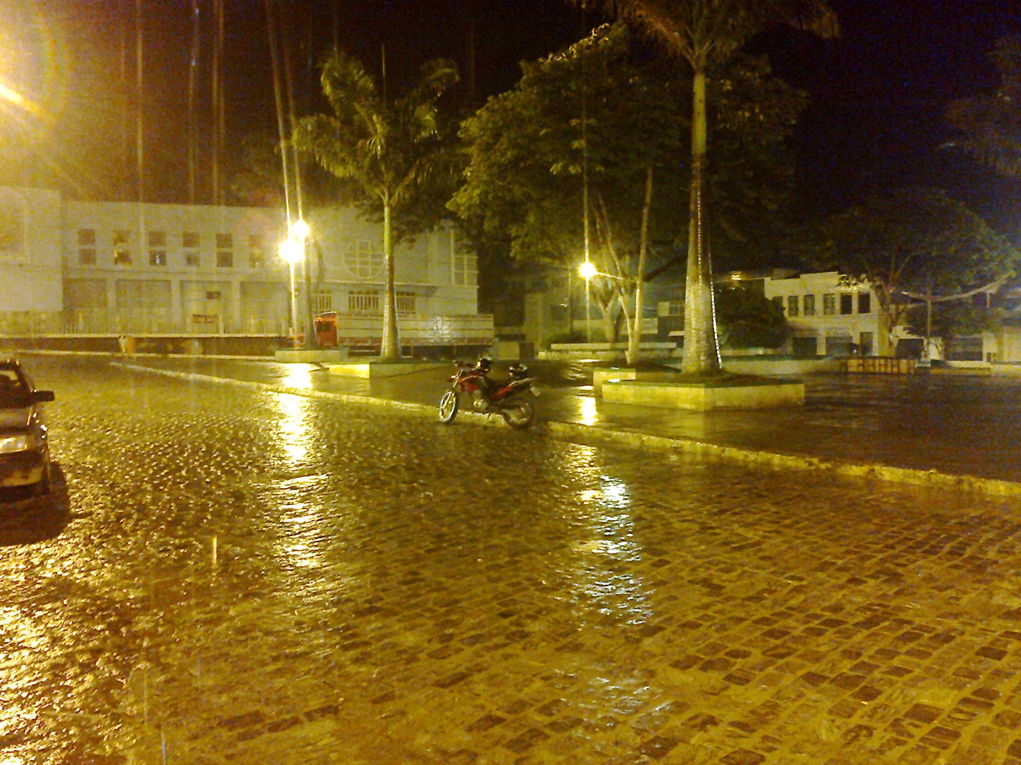 Praça Manoel Novaes, noite de segunda-feira (3)