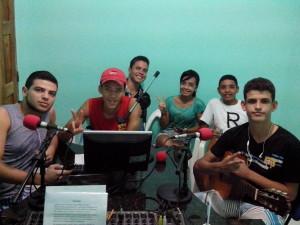Estudantes no Programa Em Pauta explicando a comunidade o projeto (Foto: Iguaí Bahia)
