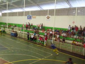 Acostumada a lotar o ginásio, houve pouca participação do público iguaiense (Foto: Iguaí Bahia)