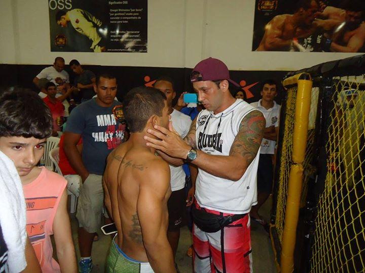 Lucas Pereira em preparação para sua primeira luta no MMA (Foto: Facebook)
