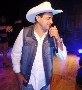 Robério E Seus Teclados fez o público dançar muito forró. (Foto: Iguaí Bahia)