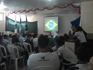Alunos participam das atividades cívicas do colégio (Foto: Divulgação)
