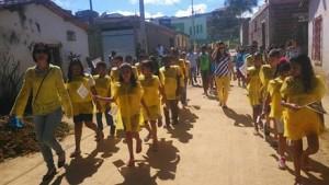 Professores e alunos do Escola Municipal Jabes Souza participam do desfile (Foto: Divulgação)