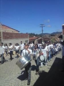 Presença da Banda Marcial deu brilho o desfile (Foto: Divulgação ; Facebook)