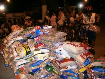 Alimentos arrecadados.(Foto:IguaíBAHIA)