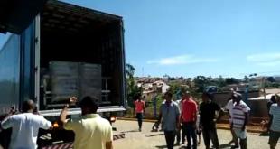 Parte do Maquinário sendo descarregado. (Foto:IguaíBAHIA)