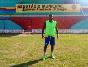 Gugu, no estádio da cidade de Pau Brasil (Foto: Divulgação)