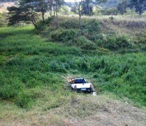 Carro dentro do Rio Gongogi em Iguaibi (Foto: Internauta/ Zé Bino)