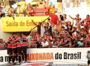 Jogadores comemoram o gol. (Foto: Facebook Santa Cruz)