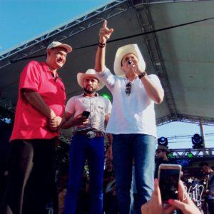 Da esquerda pra direita, Radialista Mano Véio, Jô Moreira e Frank Aguiar. (Foto: Divulgação)